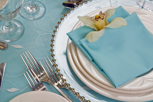 Table Setting Tips for an Elegant Party charger plates los Angeles ...