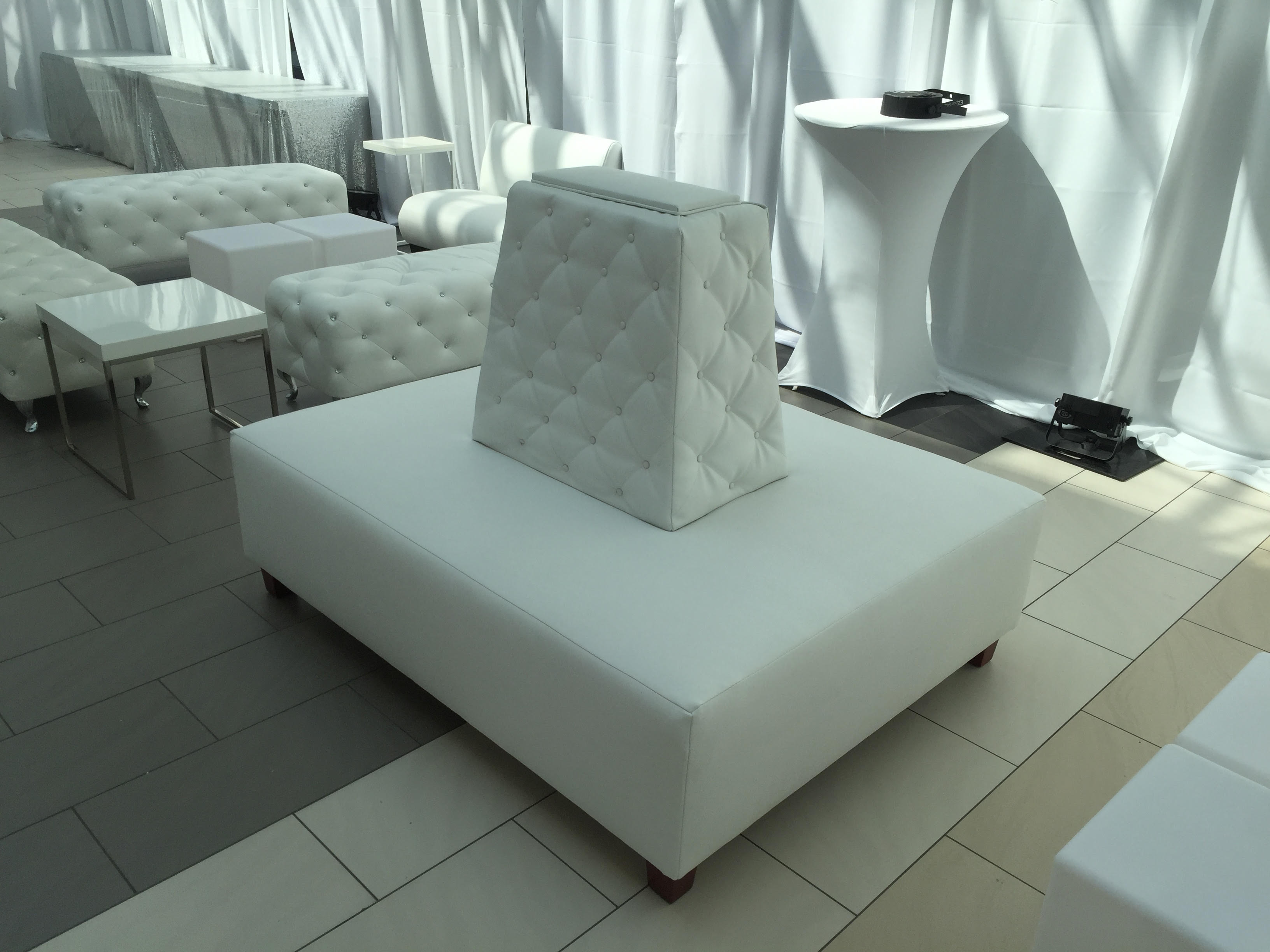 Square-Tufted-Banquette.jpg